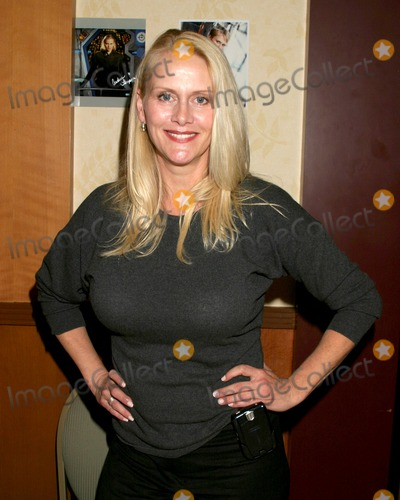 Andrea Thompson Photo - Andrea ThompsonHollywood Collectors ShowBurbank HiltonBurbank CAOctober 14 2006