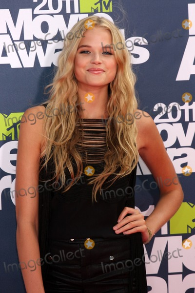 Gabriella Wilde Photo - LOS ANGELES - JUN 5  GABRIELLA WILDE arrivimg at the the 2011 MTV Movie Awards at Gibson Ampitheatre on June 5 2011 in Los Angeles CA