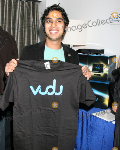 Kunal Nayyar Photo - Kunal NayyarVuduGBK Gifting SuiteThompson HotelBeverly Hills CAJanuary 10 2008