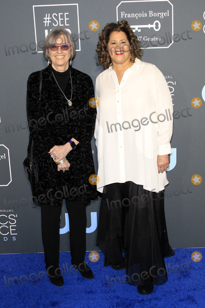 Anna  DEAVERE Smith Photo - LOS ANGELES - JAN 13  Kristi Zea Anna Deavere Smith at the Critics Choice Awards  at the Barker Hanger on January 13 2019 in Santa Monica CA