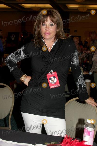Kelly LeBrock Photo - Kelly LeBrockat the Hollywood Collectors Show Spring 2010Burbank Mariott Convention CenterBurbank CAApril 24 2010