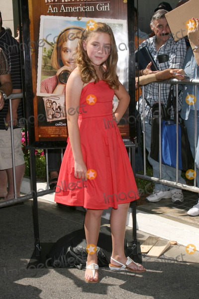 Madison Davenport Photo - Madison Davenport  arriving at the poremiere of Kit Kittredge at The Grove in Los Angeles CAJune 14 2008