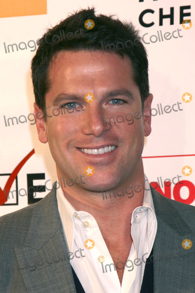 Thomas Roberts Photo - Thomas Roberts arriving at the HEROES  HISTORY MAKERS GALA to benefit the fight against Prop 8 hosted by Love Honor Cherish and Equality California and GLAAD at the Mondrian Hotel Skybar  in West Hollywood CAOctober 12 2008