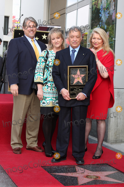 Zubin Mehta Photo - LOS ANGELES -  1  Maestro Zubin Mehta  friends at the Hollywood Walk of Fame Star Ceremony honoring  Maestro Zubin Mehta  at Vine Street South of Hollywood Blvd on March 1 2011 in Los Angeles CA