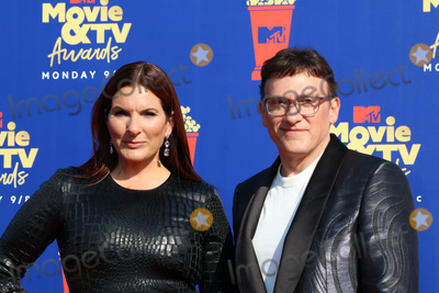 Ann Russo Photo - LOS ANGELES - JUN 15  Ann Russo Anthony Russo at the 2019 MTV Movie  TV Awards at the Barker Hanger on June 15 2019 in Santa Monica CA