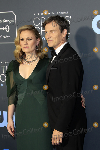 Anna Paquin Photo - LOS ANGELES - JAN 13  Anna Paquin Stephen Moyer at the Critics Choice Awards  at the Barker Hanger on January 13 2019 in Santa Monica CA