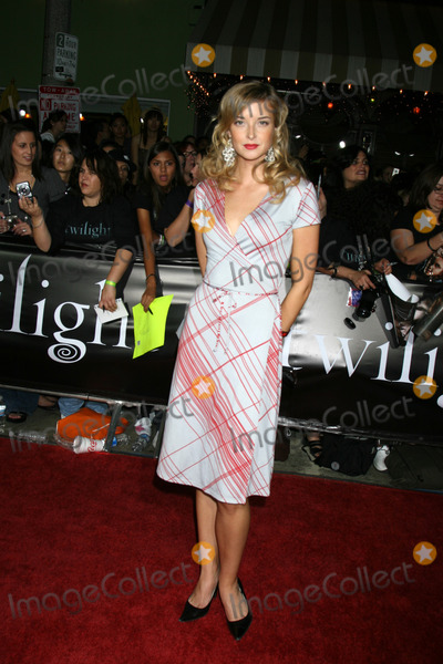 Emily Foxler Photo - Emily Foxler arriving to the World Premiere of Twilight at Manns Village Theater in Westwood CANovember 17 2008