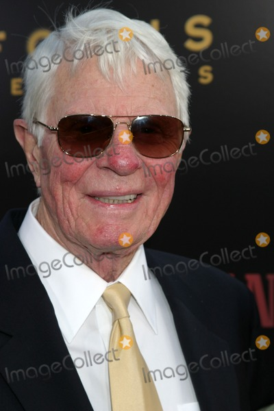Peter Graves Photo - Peter Graves Hollywoodland PremiereAcademy of Motion Pictures Arts and SciencesBeverly Hills CASeptember 7 2006