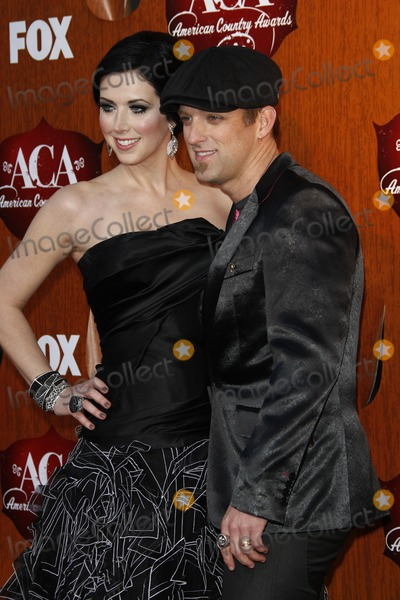 Shawna Thompson Photo - LOS ANGELES - DEC 5  Shawna Thompson of Thompson Square arrives at the American Country Awards 2011 at MGM Grand Garden Arena on December 5 2011 in Las Vegas NV