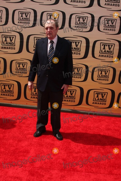 Bob Newhart Photo - Bob Newhartarrives at the 2010 TV Land AwardsSony StudiosCulver City CAApril 17 2010