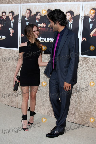 Alexis Dziena Photo - Alexis Dziena  Adrian Grenier arriving at the Entourage 6th Season Premiere  at the Paramount Theater on the Paramount Pictures Studio Lot in Los Angeles CAon July 9 2009