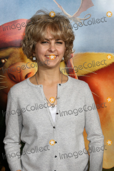 Kate Dicamillo Photo - Kate DiCamillo  arriving at the World Premiere of The Tale of Despereaux at the Arclight Hollywood Theaters in Los Angeles CA December 7 2008