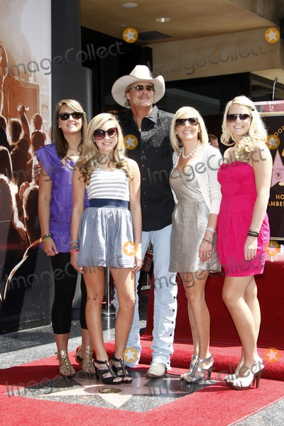 Alan Jackson Photo - Alan Jackson  FamilyAlan Jackson receives the 2405th star on the Hollywood of FameHollywood  HighlandLos Angeles CAApril 16 2010