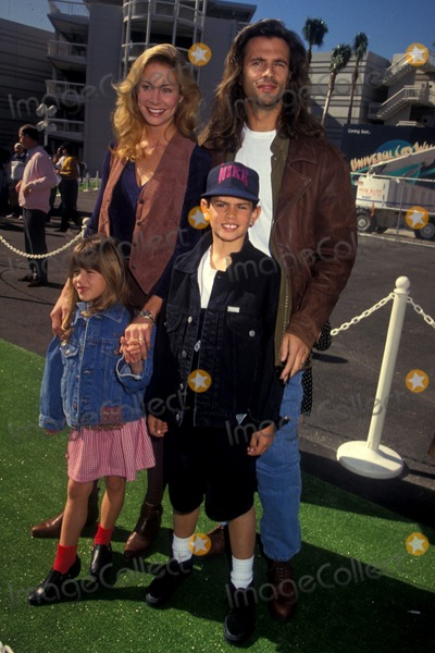 AJ Lamas Photo - Kathleen Kinmont  Lorenzo Lamas Shayne  AJ  LamasTeenage Mutant Ninja Turtle 3 Movie PremiereUniversal CinemasLos Angeles  CA1993