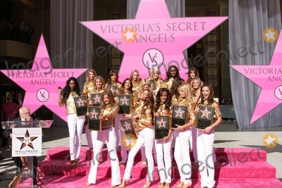Victorias Secret Photo - Victorias Secret AngelsHollywood Historic trust Celebrates the 25th Anniversary of Victorias SecretOutside the Kodak Theater at Hollywood  HighlandLos Angeles CANovember 13 2007