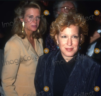 Candace Bergen Photo - Bergen Midler3911JPGCelebrity Archaeology1980 FILE PHOTONew York NYCandace Bergen Bette MidlerPhoto by Adam Scull-PHOTOlinknet