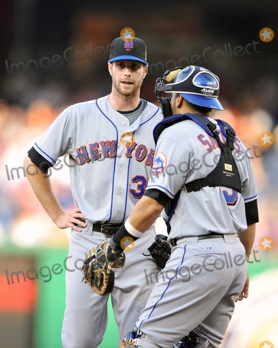 Adam Dunn Photo - RESTRICTED NO NEW YORK OR NEW JERSEY NEWSPAPERS WITHIN A 75 MILE RADIUS OF NYCWashington DC - June 6 2009 -- New York Mets catcher Omir Santos (9) speaks to pitcher John Maine (33) after Adam Dunn hit a 2-run home run in the first inning against the Washington Nationals at Nationals ParkDigital Photo by Ron Sachs-CNP-PHOTOlinknet