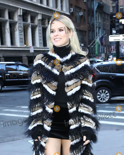 Alice Eve Photo - Photo by zzJohn NacionstarmaxinccomSTAR MAXCopyright 2019ALL RIGHTS RESERVEDTelephoneFax (212) 995-11962919Alice Eve is seen in New York City during New York Fashion Week(NYC)