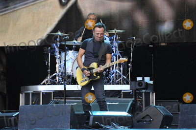 Bruce Springsteen Photo - Photo by KGC-138starmaxinccomSTAR MAXCopyright 2016ALL RIGHTS RESERVEDTelephoneFax (212) 995-11966516Bruce Springsteen  The E Street Band performing at Wembley Stadium(London England UK)