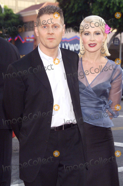 Andrew Niccol Photo - Photo by  Tom LauLoud  Clear MediaSTAR MAX Inc - copyright 2002 ALL RIGHTS RESERVED  081302Director Andrew Niccol  his wife Grace Sullivan at the World Premiere of Simone (New Line Cinema)(CA)