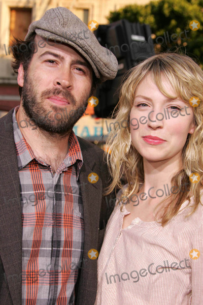 Beth Riesgraf Photo - Photo by REWestcomstarmaxinccom200562705Jason Lee and Beth Riesgraf at the premiere of War of the Worlds(Los Angeles CA)