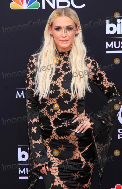 Ashley Simpson Photo - Photo by Raoul GatchalianstarmaxinccomSTAR MAX2018ALL RIGHTS RESERVEDTelephoneFax (212) 995-119652018Ashley Simpson at the 2018 Billboard Music Awards in Las Vegas Nevada