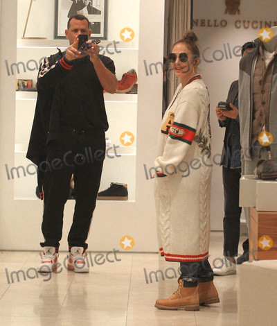 Alex Rodriguez Photo - Photo by SMXRFstarmaxinccomSTAR MAX2017ALL RIGHTS RESERVEDTelephoneFax (212) 995-1196122717Alex Rodriguez and Jennifer Lopez are seen shopping in Beverly Hills CA