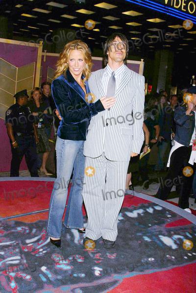 ANTHONY KEIDIS Photo - Photo by Stephen TruppSTAR MAX Inc - copyright 200282902Sheryl Crow and Anthony Keidis at the MTV Music Awards(Radio City Music Hall NYC)