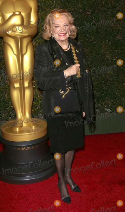 Gena Rowlands Photo - Photo by Quasarstarmaxinccom2013ALL RIGHTS RESERVEDTelephoneFax (212) 995-1196111713Gena Rowlands at The Board of Governors of The Academy of Motion Picture Arts and Sciences Governor Awards(Los Angeles CA)