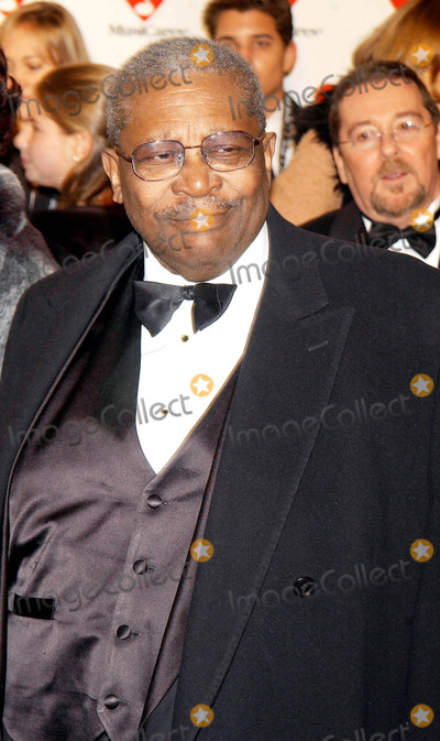 B B King Photo - Photo by Walter WeissmanSTAR MAX Inc - copyright 2003ALL RIGHTS RESERVEDTelephoneFax (212) 995-119622103BB King at the 2003 Musicares Person of The Year Tribute(NYC)