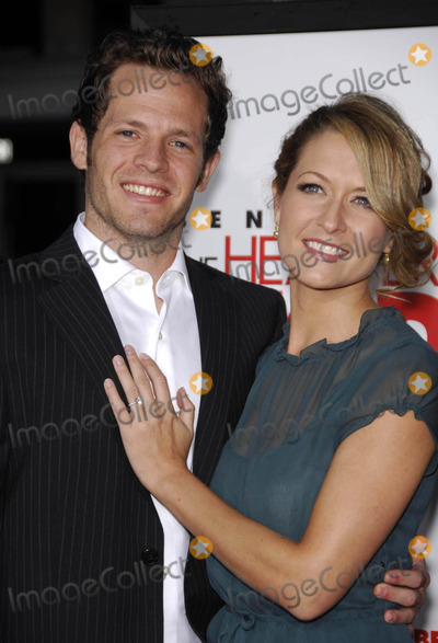 Ali Hillis Photo - Photo by Michael Germanastarmaxinccom200792707Ali Hillis and date at the premiere of The Heartbreak Kid(Westwood CA)