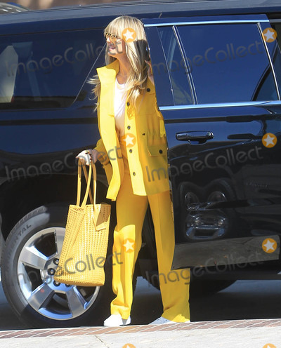 Heidi Klum Photo - Photo by SMXRFstarmaxinccomSTAR MAX2019ALL RIGHTS RESERVED101819Heidi Klum is seen in Los Angeles CA