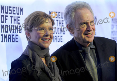 Annette Bening Photo - Photo by Dennis Van TinestarmaxinccomSTAR MAX2017ALL RIGHTS RESERVEDTelephoneFax (212) 995-1196121317Annette Bening and Warren Beatty at The Museum of The Moving Image in New York City