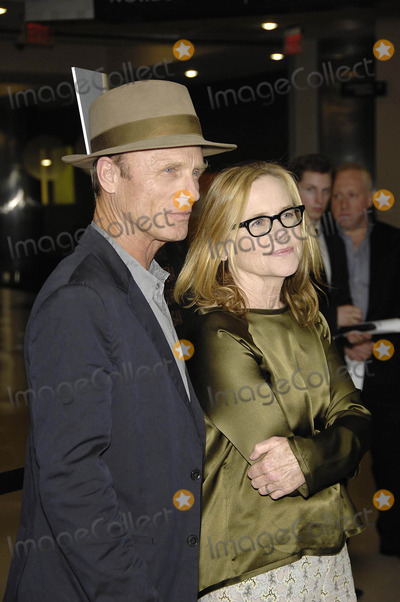 Amy Madigan Photo - Photo by Michael GermanastarmaxinccomSTAR MAX2014ALL RIGHTS RESERVEDTelephoneFax (212) 995-119682114Ed Harris and Amy Madigans at the premiere of Frontera(Los Angeles CA)