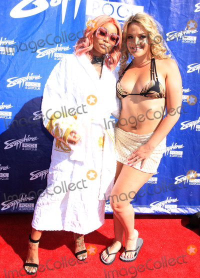 Alexis Texas Photo - Photo by Raoul GatchalianstarmaxinccomSTAR MAX2017ALL RIGHTS RESERVEDTelephoneFax (212) 995-11965617Blac Chyna and Alexis Texas are seen at Sapphire Pool Club in Las Vegas Nevada