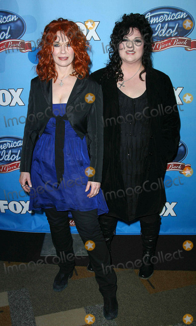 Ann Wilson Photo - Photo by Quasarstarmaxinccom20084608Nancy Wilson and Ann Wilson of Heart at American Idol Gives Back(Hollywood CA)Not for syndication in England and Germany