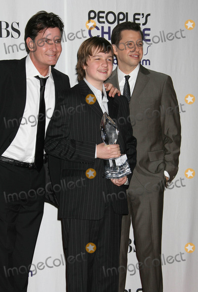 Angus T Jones Photo - Photo by REWestcomstarmaxinccom20091709Charlie Sheen Angus T Jones and Jon Cryer at the Peoples Choice Awards(Los Angeles CA)