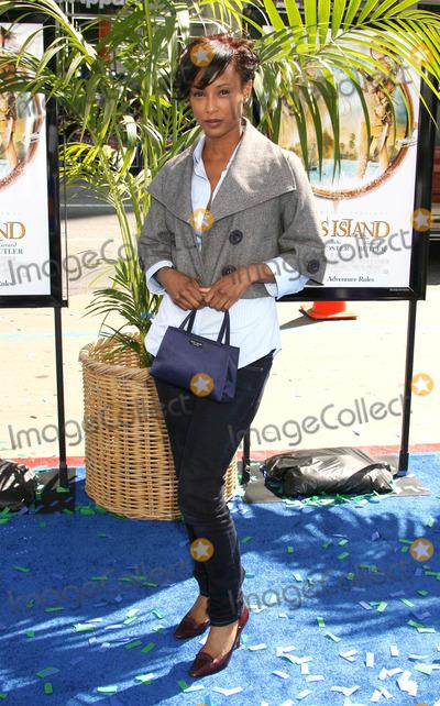 Trina McGee Photo - Photo by REWestcomstarmaxinccom200833008Trina McGee at the premiere of Nims Island(Hollywood CA)