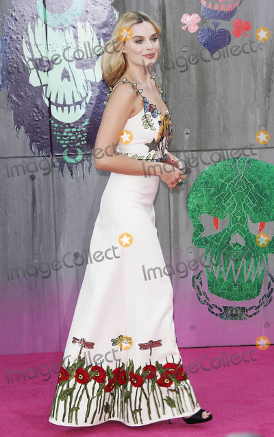 Margot Robbie Photo - Photo by KGC-254starmaxinccomSTAR MAX2016ALL RIGHTS RESERVEDTelephoneFax (212) 995-11968316Margot Robbie at the premiere of Suicide Squad(London England)