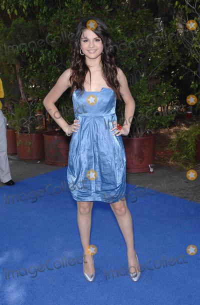 Selena Gomez Photo - Photo by Michael Germanastarmaxinccom20088308Selena Gomez at the Teen Choice Awards(Los Angeles CA)