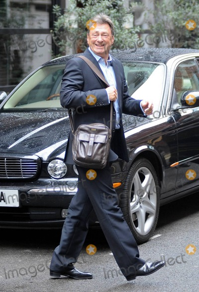 Alan Titchmarsh Photo - EXCLUSIVE English broadcaster and novelist Alan Titchmarsh carries a manbag as he leaves The Ivy Club London UK 9610Fees must be agreed prior to publication