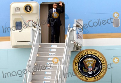 AIRFORCE ONE Photo - President Barack Obama lands at LAX in Airforce One and wastes no time transferring aircraft getting aboard Marine One and flying off to the Democratic Congressional Campaign Committee (DCCC) for a meeting Los Angeles CA 81610