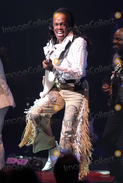 Earth Wind  Fire Photo - Verdine White of Earth Wind  Fire performs in concert at the Durham Performing Arts Center in Durham NC 18th September 2011
