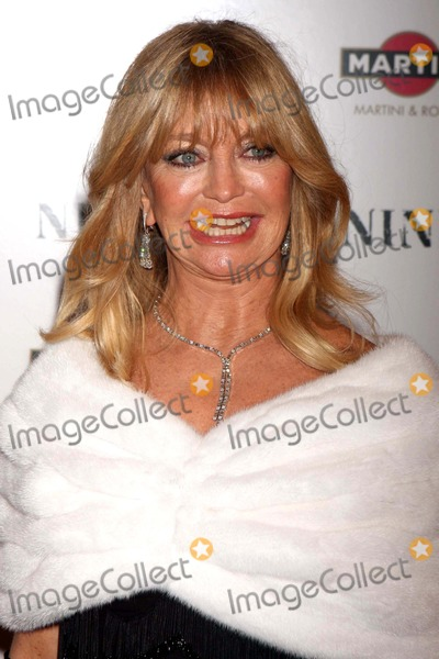 Goldie Photo - Goldie Hawn Arriving at the Premiere of Nine at the Ziegfeld Theater in New York City on 12-15-2009 Photo by Henry Mcgee-Globe Photos Inc 2009