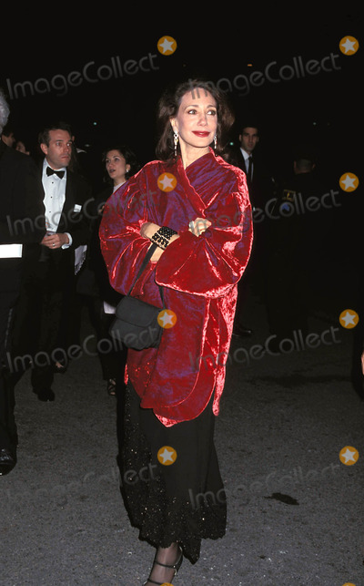 Al Pacino Photo - 4-25-2000 the Film Society of Lincoln Center Gala Tribute to AL Pacino at the Avery Fisher Hall in New York City Marisa Berenson Photo Byhenry Mcgee-Globe Photos Inc