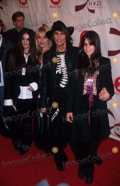 Steven Tyler Photo - 1502 New York Vh-1 Vogue Fashion Awards at Radio City Music Hall Photo by Henry McgeeGlobe Photos Inc K26816hmc 2002 Steven Tyler and Family