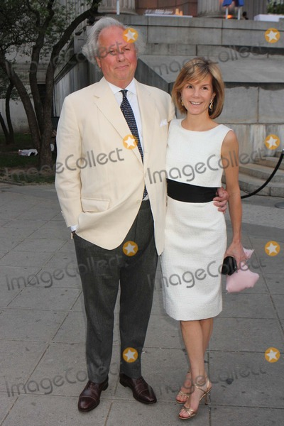 Anna Scott Photo - Graydon Carter and Wife Anna Scott Carter Arriving at the Vanity Fair Party to Celebrate the Tribeca Film Festival at the State Supreme Courthouse in New York City on April 17 2012 Photo by Henry Mcgee-Globe Photos Inc 2012
