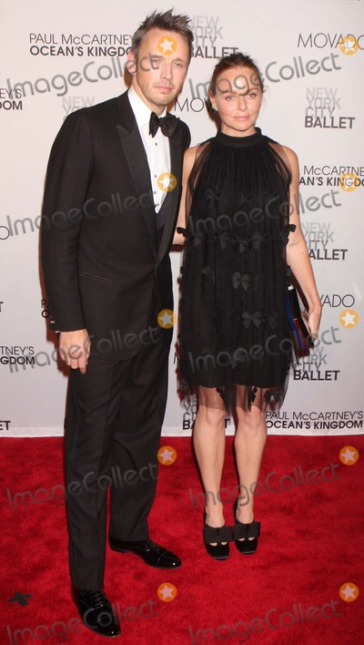 Alasdhair Willis Photo - ALASDHAIR WILLIS and STELLA McCARTNEY arriving at the New York City Ballets Fall Gala featuring the world premiere of Paul McCartneys Oceans Kingdom at David H Koch Theater Lincoln Center in New York City on 09-22-2011  Photo by Henry McGee-Globe Photos Inc 2011