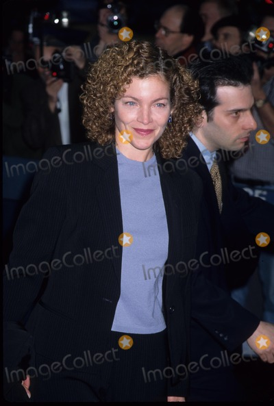 Amy Irving Photo - Amy Irving the Object of My Affection Premiere at City Cinema Village East in New York 1998 K12028hcm Photo by Henry Mcgee-Globe Photos Inc