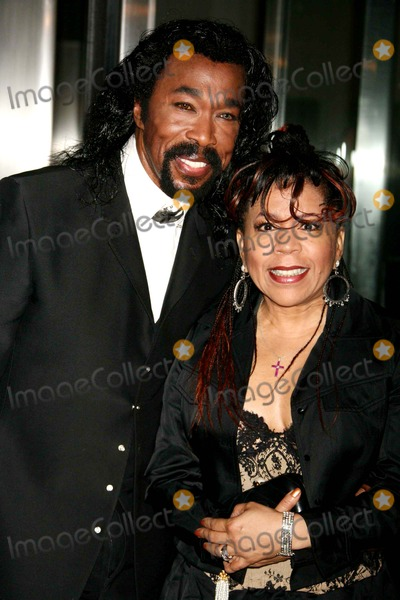 Ashford  Simpson Photo - Nick Ashford and Valerie Simpson Arriving at the 38th Annual Party in the Garden at the Museum of Modern Art in New York City on 06-06-2006 Photo by Henry McgeeGlobe Photos Inc 2006